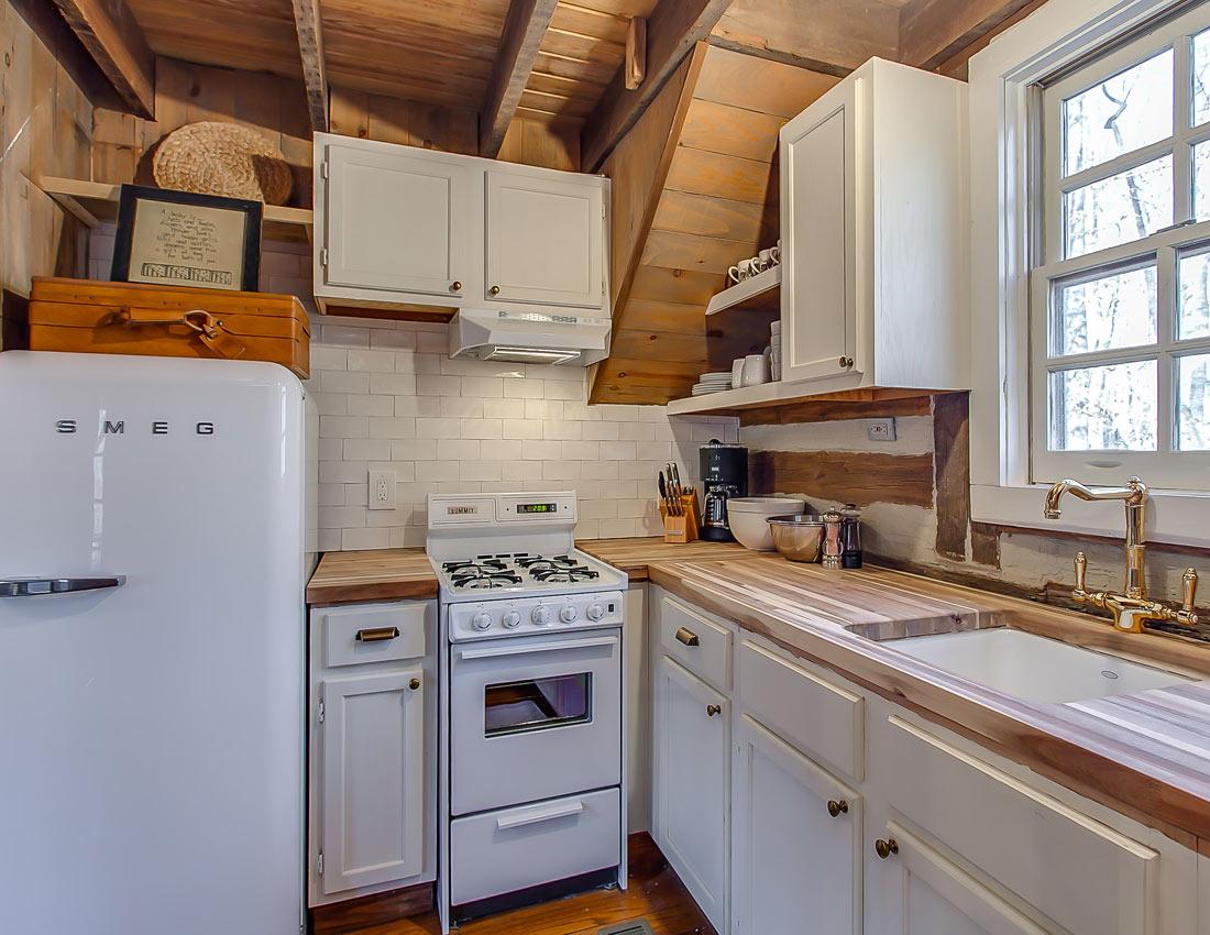 whites centerhill lake cabins kitchen
