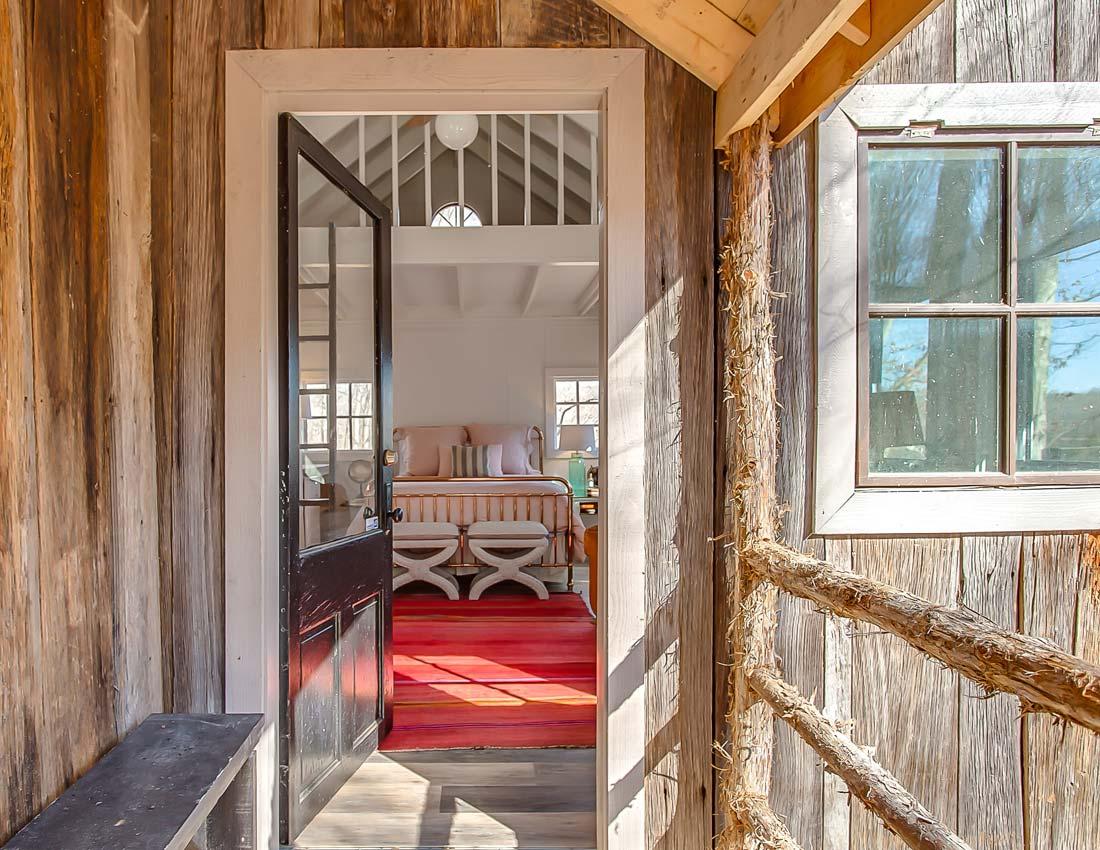 whites centerhill lake cabins treehouse